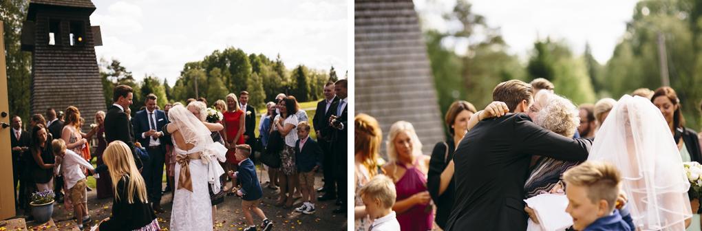bröllop kinna svenasjö kapell kramar gäster